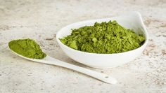 Moringa powder is beginning to gain more popularity as a new nutritious superfood. Learn about 10 amazing health benefits of drinking moringa every day. Superfoods, Detox Recipes, Healthy Recipes, Moringa Recipes, Matcha Tee, Healthy Smoothie, Moringa Leaves, Moringa Powder, Moringa Oil