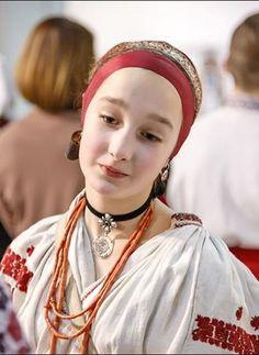 #Ukrainian #beauty in ukrainian #folk #embroidery costume. Українська красуня у вишитому народному строї. Украинка. Українка.