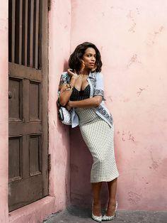 Rosario Dawson's gorgeous Cuban-inspired photo shoot for O, The Oprah Magazine's April 2015 issue. But fair warning: the wildly colorful prints, strappy gladiator sandals, panama hat and feathery ball skirt (an obvious vacation must-have) will have you craving a spring break getaway.