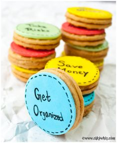 NEW YEAR'S RESOLUTION COOKIES...Write your resolutions on cookies and eat a cookie as you tackle each resolution through the year :) From cakewhiz.com