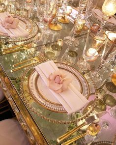 Luxury decoration for your wedding tables: our trendy ideas! Wedding Places, Our Wedding, Dream Wedding, Trendy Wedding, Wedding Reception Seating, Reception Table, Wedding Tables, Luxury Wedding Decor, Wedding Place Settings