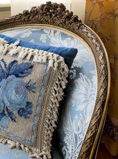 *. | | ♫ ♥ X ღɱɧღ ❤ ~ ♫ ♥ X ღɱɧღ ❤ ♫ ♥ X ღɱɧღ ❤ ~ Sun 21st Dec 2014. A lovely pillow in blue roses on a silk damask chair.