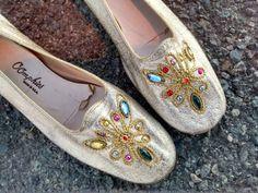 Be Fabulous in Bejeweled Gold Metallic Slip-On di SUGARCANECARTER