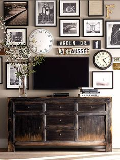 dölj ful TV genom att sätta tavlor runt den.