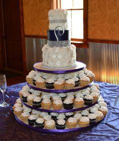 White Buttercream Rosettes with purple and bling. 10377448_716810918376606_4136490263205270085_n.jpg (808×960)