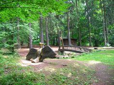Zvláštností a ozdobou Slavičína na rozhraní Valašska a Slovácka je Pivečkův lesopark. Byl založen v roce 1936 ve čtvrti Lukšín na severním okraji města podnikatelskou rodinou Pivečkových jako vzpom…