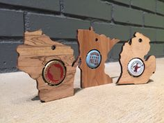 Beer cap state ornaments License Plate Crafts, Laser Cut Plywood, Event Solutions, Wine Carrier, Beer Art, Honeymoon Planning, One With Nature, Unique Wall Art, Groomsman Gifts
