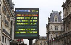 """""""Aimons-nous en CDI"""" : Pour la Saint Valentin, Thibaud Genevois s'affiche dans Paris."""