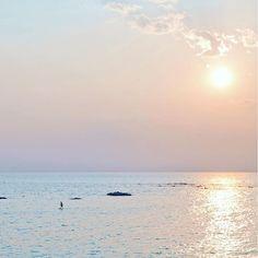 """6151 on Instagram pinned by myThings TEEさんの新曲「恋のはじまり」のお知らせ。 . . 6月29日リリースニューシングル TEEさんの「恋のはじまり」。 . これから公開のMVは、 なーんと山田孝之くんの 初監督作品だそう。 山田くん!(・∀・)観たい。←だいすき . . リリース記念に """"恋をした時のドキドキ感"""" """"胸がキュンとする気持ち""""を 表現した写真を募集中。 . . twitterで @TEE_koihajiをフォロー 「 #恋のはじまり 」を付けて 写真を投稿すると、優秀画像が JOYSOUNDにてカラオケ配信される 「恋のはじまり#恋のはじまりver.」の 背景映像に使われるんだって。 . . どきどき、きゅんきゅんを ばんばん投稿してみてね(・∀・) 詳細はtwitterでちぇーーーっく。 . . というわけで、 わたしの #恋のはじまり のイメージは 傾いた太陽。 . . 緋く染まる空を仰いで 沈む太陽を追いかけた。 ただ届けたくて、 夢中で押したシャッター。 . . モノクロだった毎日が、 彩りで輝きはじめた。…"""