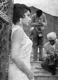Throw back photo of Sadhna Vintage Bollywood, Indian Bollywood, Bollywood Stars, Old Film Stars, Movie Stars, Actress Anushka, Bollywood Actress, Rare Photos, My Photos