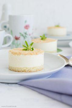 Waldmeister-Törtchen mit Schoko-Quark-Creme von den [Foodistas] - Little woodruff cakes - http://foodistas.de/ #kahla #kahlaporzellan
