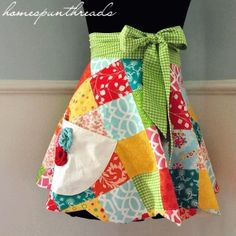 Pattern and tutorial for this apron, free. Patchwork is one of my favorite things and the colors are perfect! Sewing Aprons, Sewing Clothes, Diy Clothes, Half Apron Patterns, Sewing Patterns, Dress Patterns, Fabric Crafts, Sewing Crafts, Sewing Projects