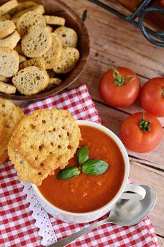 Sültparadicsom-leves parmezáncsipsszel recept