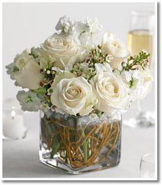 Blommor till bröllopet – vita blomster dekorationer | Tess Cameron @ Spotlife