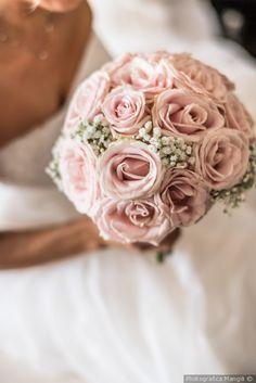 Bouquet di rose rosa con nebbiolina #matrimonio #nozze #sposi #sposa #bouquet #fiori #rustichic #bohochic #tradizione #wedding #flower