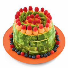 Fresh Fruit Cake - oh oh oh Taylor - this has your name ALLLLL over it!Fresh Fruit Cake - oh oh oh Taylor - this has your name ALLLLL over it! Food Cakes, Fruit Cakes, Fresh Fruit Cake, Cake Made Of Fruit, Food Fresh, Diy Birthday Cake, Summer Birthday, Fruit Birthday, Happy Birthday