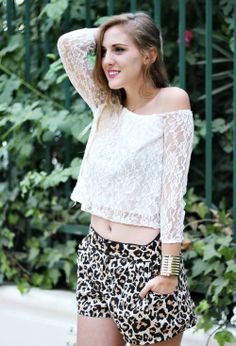 Sheinside White Flirty Lace Crop Off The Shoulder Blouse - Beautiful Clothes Photo Party Fashion, Teen Fashion, Animal Print Fashion, Animal Prints, Cozy Winter Outfits, Summer Outfits, Beautiful Girl Photo, Beautiful Clothes, Leopard Skirt