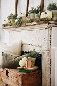 Rustic Garden Fall Mantel Get Inspired for Fall with these fun rustic mantel look. The rustic pots bring it all together. Fall Home Decor, Autumn Home, Diy Home Decor, Autumn Mantel, Fall Mantels, Diy Autumn, Room Decor, Rustic Decor, Farmhouse Decor