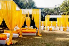 51 Best Quirky Haldi Ceremony Decor Ideas for the Quirky Couples Desi Wedding Decor, Romantic Wedding Receptions, Wedding Stage Decorations, Wedding Mandap, Lilac Wedding, India Wedding, Hall Decorations, Peach Weddings, Marriage Decoration