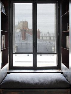 PERFECT WINDOW SEAT WITH BOOK SHLEVES