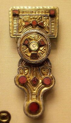 Celtic brooch at the British Museum Anglo-Saxon Anglo-Saxon Kentish brooch Medieval Jewelry, Viking Jewelry, Ancient Jewelry, Medieval Art, Vikings, Anglo Saxon History, European History, American History, Sutton Hoo