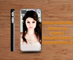 -------- AVAILABLE FOR --------    IPHONE 4 / 4S ?Available plastic color : Black / White / Clear ?IPHONE 5 ?Available plastic color : Black / White ?SAMSUNG GALAXY S2 ?Available plastic color : Black / White ?SAMSUNG GALAXY S3 ?Available plastic color : Black / White Default color is BLACK PLEAS...