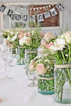 Blue Mason Jars for Party Tables, what a great way to add color to a party table. ~MWP, - VIBEKE DESIGN: Snart klar for den store festen! Spring Flower Arrangements, Spring Flowers, Floral Arrangements, Flower Centerpieces, Wedding Centerpieces, Diy Hanging Shelves, Floating Shelves Diy, Mason Jar Flowers, Flower Pots