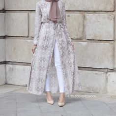 Long sleeve maxis open to skinny jeans = win . maybe darker colors - HijabStyle Abaya Fashion, Modest Fashion, Fashion Dresses, Hijab Fashion Summer, Muslim Women Fashion, Islamic Fashion, Hijab Style, Hijab Chic, Mode Kimono