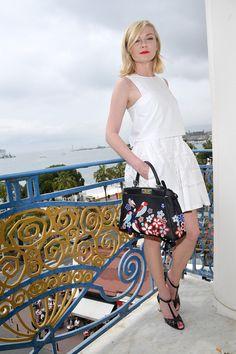 Les looks de Cannes off duty |  Kirsten Dunst en Dior et sac Fendi au festival Suivez toute l'actualité du Festival ici #Cannes2016