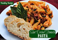 Try this basil and sundried tomato pasta for a healthy dinner that will please your pickiest eaters! #healthyeating #freshpasta #themorningrunner #sundriedtomatoes