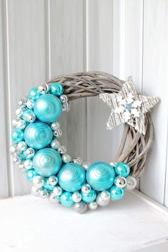New diy christmas wreath pictures ideas Wreath Crafts, Diy Wreath, Christmas Projects, Christmas Crafts, Christmas Decorations, Christmas Ornaments, Wreath Ideas, Wreath Making, Christmas Villages