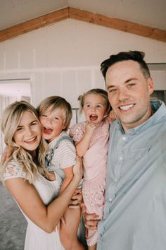 special announcement - i'm pregnant baby barefoot blonde amber fillerup clark Summer Family Pictures, Family Photos, Cute Family, Family Goals, Amber Fillerup, Barefoot Blonde, Family Picture Outfits, I'm Pregnant, Dear Future Husband