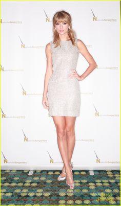 Taylor Swift: Artist of the Year Award Winner! | taylor swift songwriters award in nashville 04 - Photo