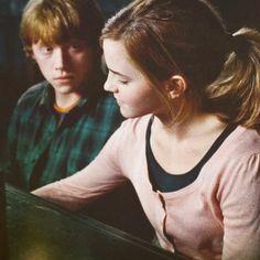 J.K. Rowling zdradziła, że żałuje tego w jaki sposób zkaończyła sagę o Harrym Potterze. Według autorki Hermiona powinna związać się z Harrym a nie Ronem.
