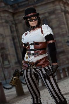 I actually have some nice leather that I could use to make that under bust she's wearing...