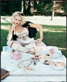 Gwen Stefani as Alice In Wonderland Gwen Stefani Music, Gwen Stefani Pictures, Literary Characters, Alice In Wonderland Tea Party, Annie Leibovitz, Teenage Years, Celebrity Look, Celebs, Celebrities