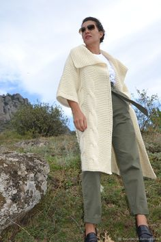 "Кардиганы ручной работы. Вязаный кардиган ""Осенняя пора"". Кардиганы Вязаные EvAnna. Ярмарка Мастеров. Вязаный кардиган Knitting Designs, Knitting Projects, Sweater Design, Sweater Fashion, Cover Up, Clothes For Women, Casual, Tops, Scarf Ideas"