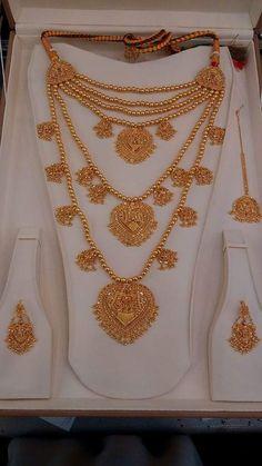 Gold Jewelry Simple, Gold Rings Jewelry, Royal Jewelry, Trendy Jewelry, Gold Bangles, Jewlery, Fashion Jewelry, Fancy Jewellery, Gold Jewellery Design