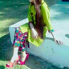 Colorful trousers and bright kurti. Very summery. Very Refreshing. Dps For Girls, Smart Girls, Cute Girls, Stylish Girls Photos, Girl Photos, Stylish Dresses, Simple Dresses, Cigarette Pants Outfit, Girly Dp