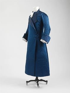Banyan, China for the European market, c. 1760. Blue quilted silk with diamond pattern, lined with linen.
