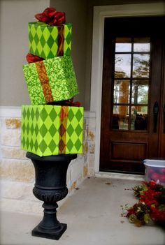 Popular Christmas Porch Decoration Ideas - Page 19 of 43 Christmas Front Doors, Christmas Porch, Outdoor Christmas Decorations, Christmas Design, All Things Christmas, Christmas Lights, Christmas Holidays, Christmas Wreaths, Christmas Crafts