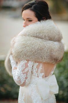 bride with fur jacket Winter Wedding Fur, Winter Wedding Bridesmaids, Winter Wedding Outfits, Winter Bride, Winter Wonderland Wedding, Fall Wedding, Great Gatsby Wedding, Wedding Rustic, Luxury Wedding