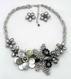 beadwork necklacebib necklacestatement por audreyjewelry en Etsy, $34.50