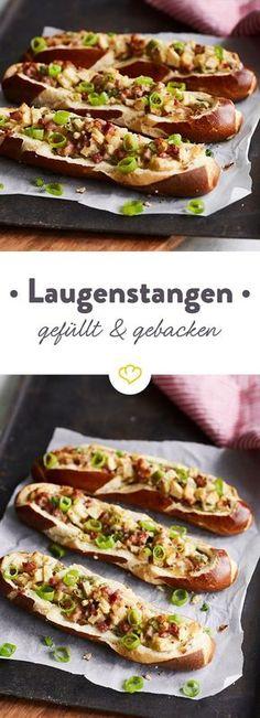 Laugenstange Deluxe! Die schnelle Brotzeit aus dem Ofen punktet mit einer Füllung aus süßen Äpfeln, herzhaftem Schinken und würzigem Käse.