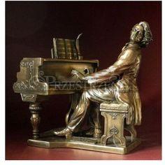 Znalezione obrazy dla zapytania fryderyk chopin przy fortepianie