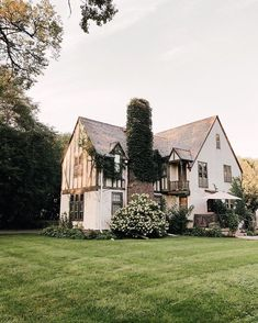We love everything about this charming and cozy home. All that ivy gives the ho… We love everything about this charming and cozy home. 😍 All that ivy gives the home such a great look! Tag a friend who will love this house! House 2, Cozy House, Cute Cottage, Trendy Home, Trendy Style, Home Photo, Classic House, House Goals, Cottage Homes