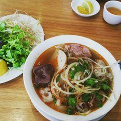 Bun Bo Hue (spicy vietnamese beef soup noodle)
