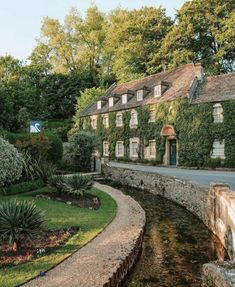 Swan Hotel, Look Wallpaper, Veranda Magazine, Nature Aesthetic, English Countryside, Weekend Getaways, Aesthetic Pictures, Future House, Places To Go