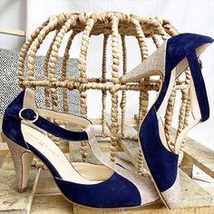 La chose bleue de la mariée... Les chaussures de mariée parfaite sont celles que vous personnalisez ! Choisissez les matières et coloris que vous aimez, la hauteur de talon ainsi que les accessoires (brides, noeuds...) ! Pour compléter votre look de mariée ! 💙 Bleu Marine, Ainsi, Stuart Weitzman, Espadrilles, Sandals, Heels, Fashion, Custom Shoes, Blue Shoes