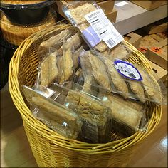 Hand height, this Blueberry-Pie Upright Wicker Basket positions small pastries just right for shopping. One of a mated pair. Retail Fixtures, Wicker Baskets, Baked Goods, Blueberry, Bakery, Stuffed Mushrooms, Pie, Food, Stuff Mushrooms